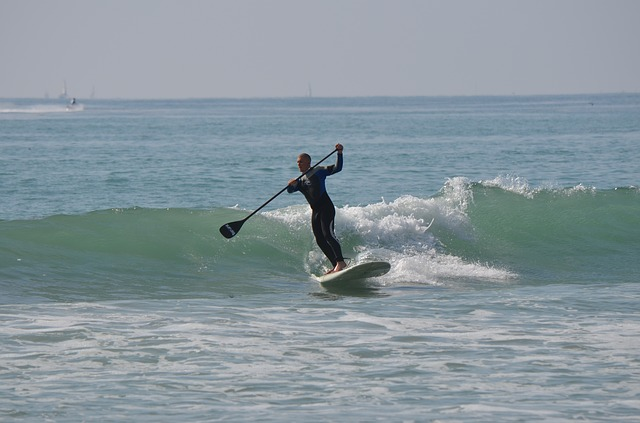 surfing on hard stand up paddle board